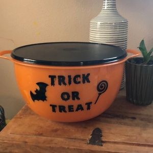 Customized TUPPERWARE Trick or Treat bowl!